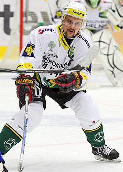 Urostlý bek Petri Kokko se v zelenobílém dresu také příliš neosvědčil